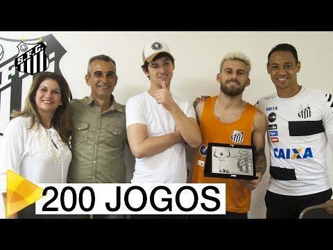 Lucas Lima recebe homenagem por marca de 200 jogos