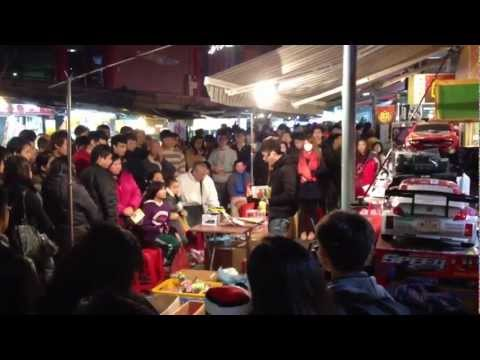 Interesting Toy Auction in Shi Lin Night Market, Taipei