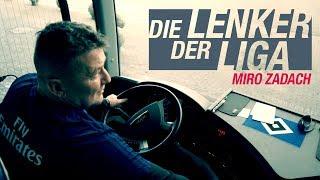 HSV-Busfahrer Miroslav Zadach steuert den Rauten-Express