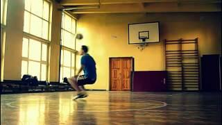 Крутые фристайл трюки с футбольным мячом.mp4
