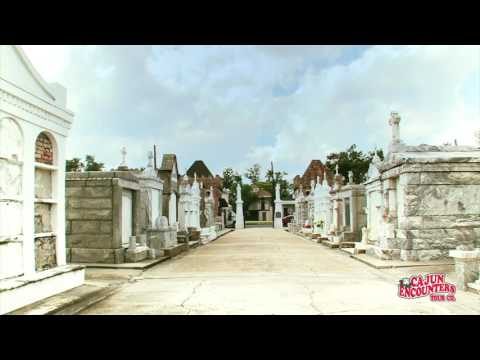 Historic New Orleans City & Cemetery Bus Tour - Video