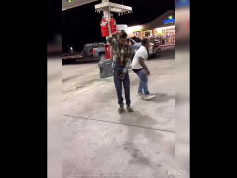 Blueface dancing Drunk asf at the gas station 😂