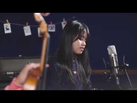 Download  Menunggu Kamu - Anji Cover by Hanin Dhiya Gratis, download lagu terbaru