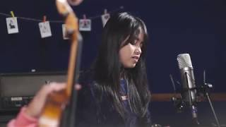 Video Menunggu Kamu - Anji (Cover) by Hanin Dhiya download MP3, 3GP, MP4, WEBM, AVI, FLV Agustus 2018