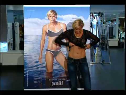 Dara Torres Flexing abs 2