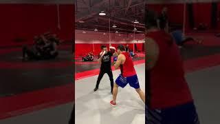 Смотреть видео Тойчуев Бекназар машыктыруучу бокс боюнча россия федерациясынын спорт чебери онлайн