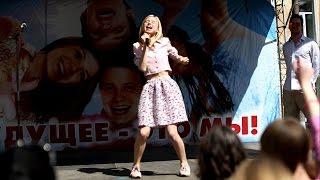 Мирослава Карпович поет про одуванчики, а Александр Соколовский танцует 27. 06. 15 г.