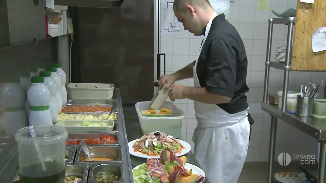 Auberge de la table du cure  cucugnan - YouTube