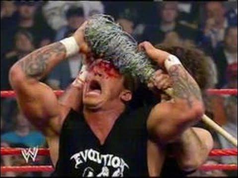 2004년 WWE에서 가장 과격했던 순간들 100선