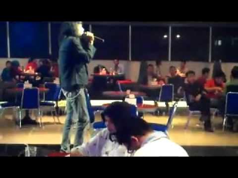 D'RENBO Band Versi Akustik -  Memilih Setia Cover ( Fatin Shidqia Lubis )