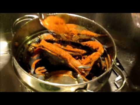 chef-jarod-steams-blue-crabs-in-old-bay-seasoning