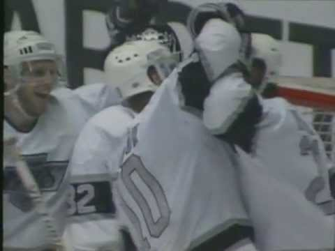 Kings score 12 goals to beat Flames - GM4 Smythe Division Semifinals (4/10/90)