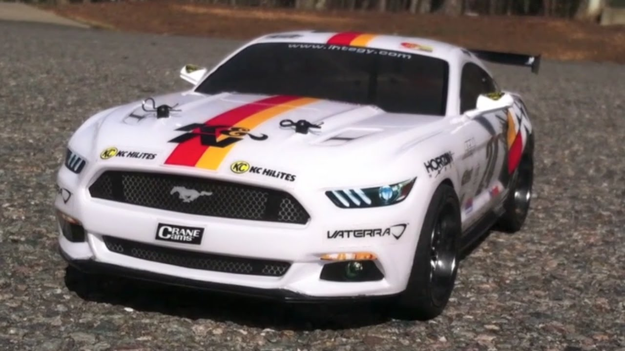 The rc genius driving the vaterra v100 series 2015 ford mustang drift car