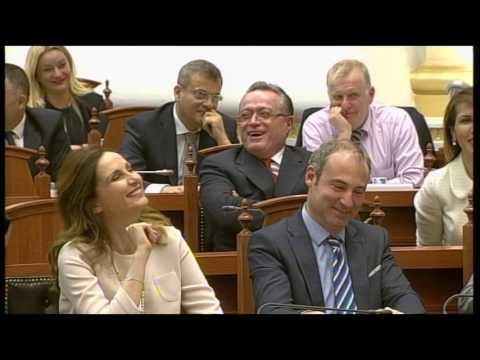 Ora News – Berisha i jep Blushit leksion për xhelozinë në Kuvend
