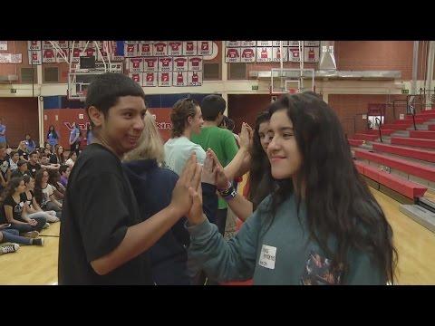Freshmen get student mentors at Valley High School
