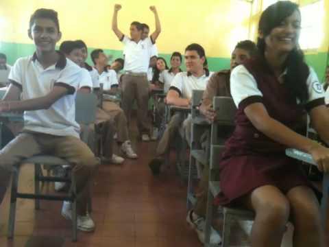 Bus en el salón de clases - YouTube