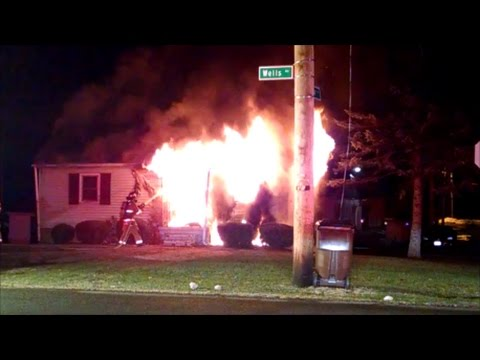 Newark Ohio Fire Department 886 Wells Ave working house fire Incident Command with Audio