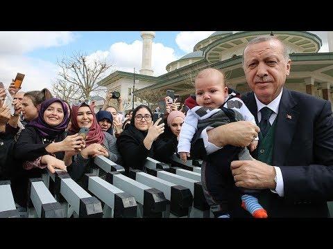 Cumhurbaşkanı Erdoğan, basın mensuplarına açıklamalarda bulunuyor.