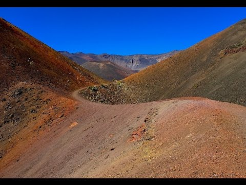 Hiking Haleakalā Crater (Haleakalā National Park , HI) - Keonehe'ehe'e (Sliding Sands) Trail