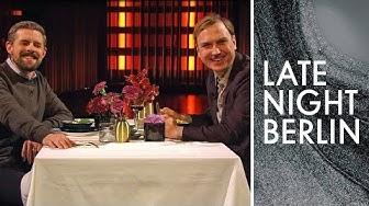 Lars Eidinger, Klaas & ihr Candle light Dinner | Ein Tisch für Zwei | Late Night Berlin | ProSieben