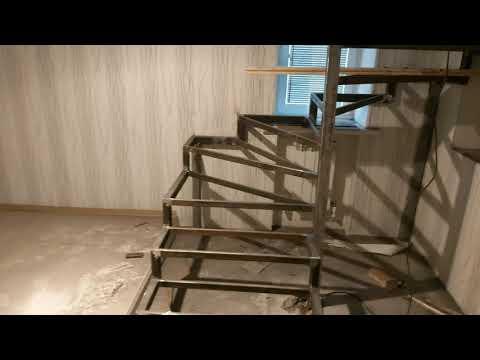 Лестница на второй этаж своими руками из металла с поворотом на 180