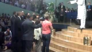 Pastor Robert Kenyanja (Panama 17-9-2010) 1.wmv