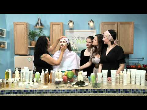 Mariana Chicet Gives Beauty Demo on Blythe Raw Live