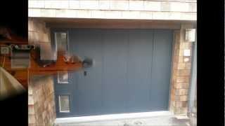 """Porte de garage sectionnelle latéral LA TOULOUSAINE """"DEEP MAT""""installée par SYSTEMATIC"""