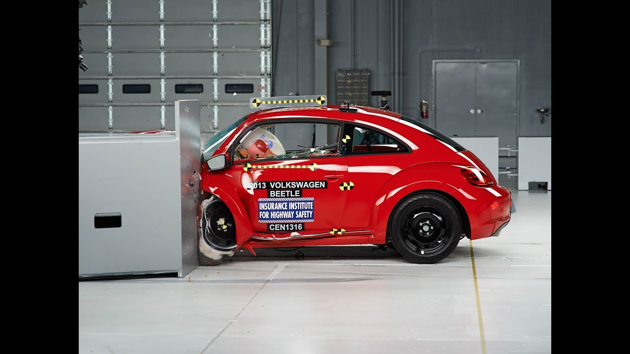 Vw Beetle Test >> 2013 Volkswagen Beetle Driver Side Small Overlap Iihs Crash Test