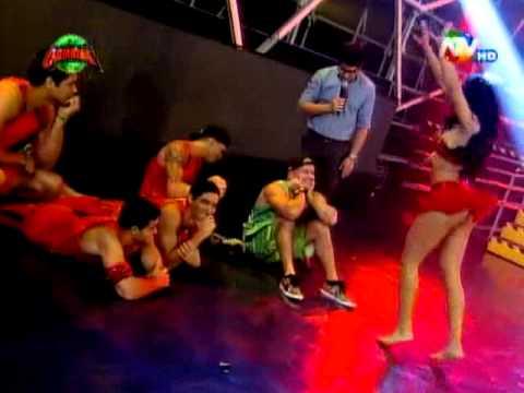 COMBATE: Reto de baile entre Micheille Soifer y Karen Dejo