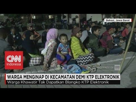 Warga Menginap di Kecamatan Demi KTP Elektronik