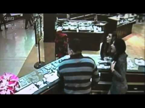 Jewelry store thief runs out store with $85,000 Rolex bracelet