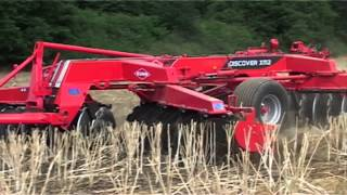 KUHN DISCOVER XM2 - Disc harrows (In action)