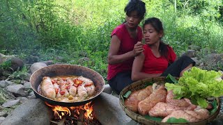 Yummy Fish egg curry spicy tasty Cooking for food of survival in the forest  My Natural Food ep 69
