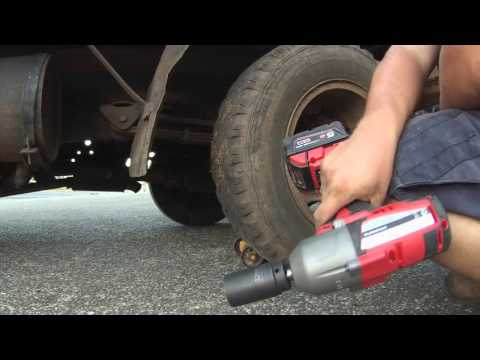Changing  rear wheels dualy outers toyota dyna project m18 Milwaukee 1/2 impact wrench