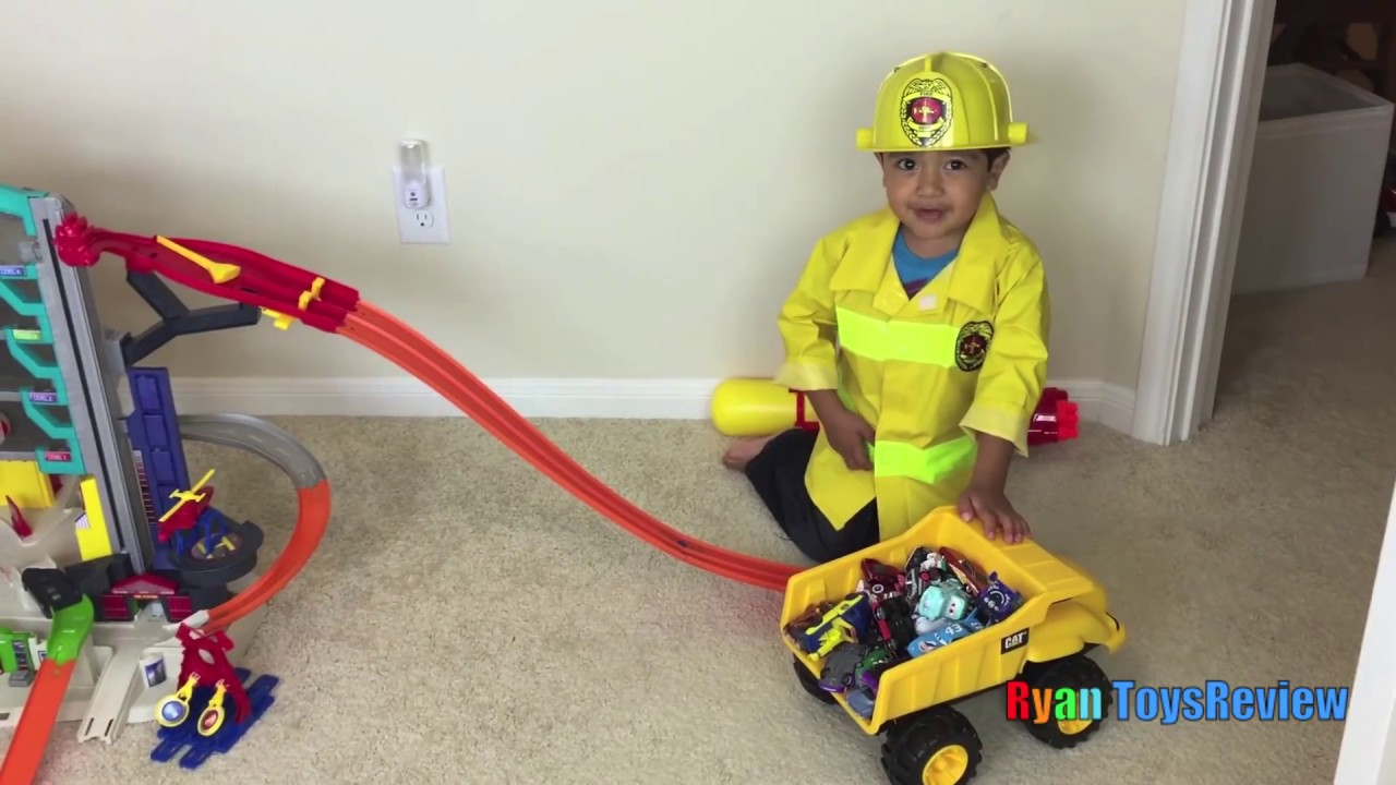 Ryan Plays With Hot Wheels Ultimate Garage Playset With