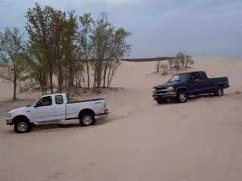 ford f150 pulling out a stuck chevy 4x4 youtube. Black Bedroom Furniture Sets. Home Design Ideas
