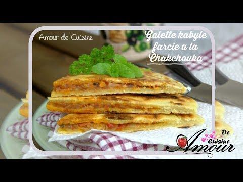 galette-kabyle-farcie-à-la-chakchouka,-kesra-khobz-ftir