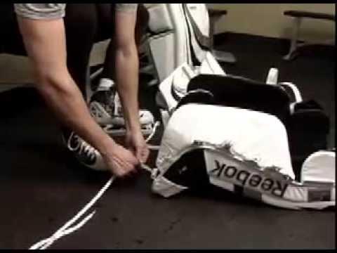 Вратарская хоккейная экипировка подразумевает наличие специального элемента – ловушки. Благодаря ней вратарь может более удобно и безопасно ловить шайбу. Очень важно подобрать ее правильно. Наши продавцы-консультанты помогут вам сделать это, и вы сможете купить ловушку вратаря,