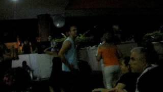 Bailando Amparito en el karaoke