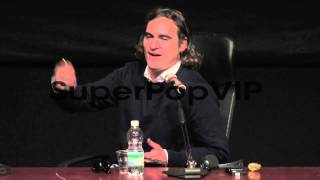 INTERVIEW - Joaquin Phoenix on acting with Scarlett Johan...