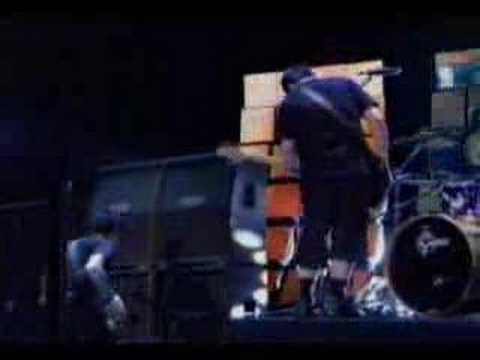 Good Charlotte - The Anthem (Live @ MTV)