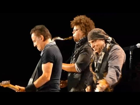 Bruce Springsteen & The E Street Band - Incident on 57th Street / Rosalita (Metlife, NJ 2016)