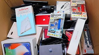 Dumpster Diving Phone Store! Found IPhones, Found Beats, and More Phones? *JACKPOT*