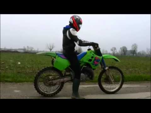 Kawasaki KX 250 (2 stroke) sound, acceleration and street test!