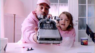 Familia Skillz Unboxing la mic dejun, masinuta DeLorean din filmul &quotBack to the futur ...