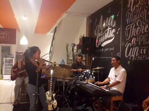 Surat cinta untuk starla live in cafe asia tower