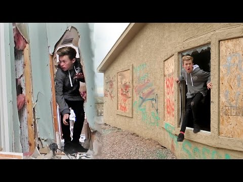 SNEAKING INTO REAL LIFE HAUNTED HOUSE!