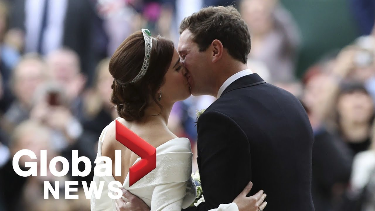 Royal Wedding Kiss.Princess Eugenie Jack Brooksbank Share Kiss After Royal Wedding