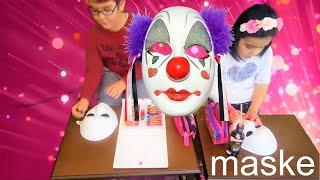 çılgın maskeler dans ediyor